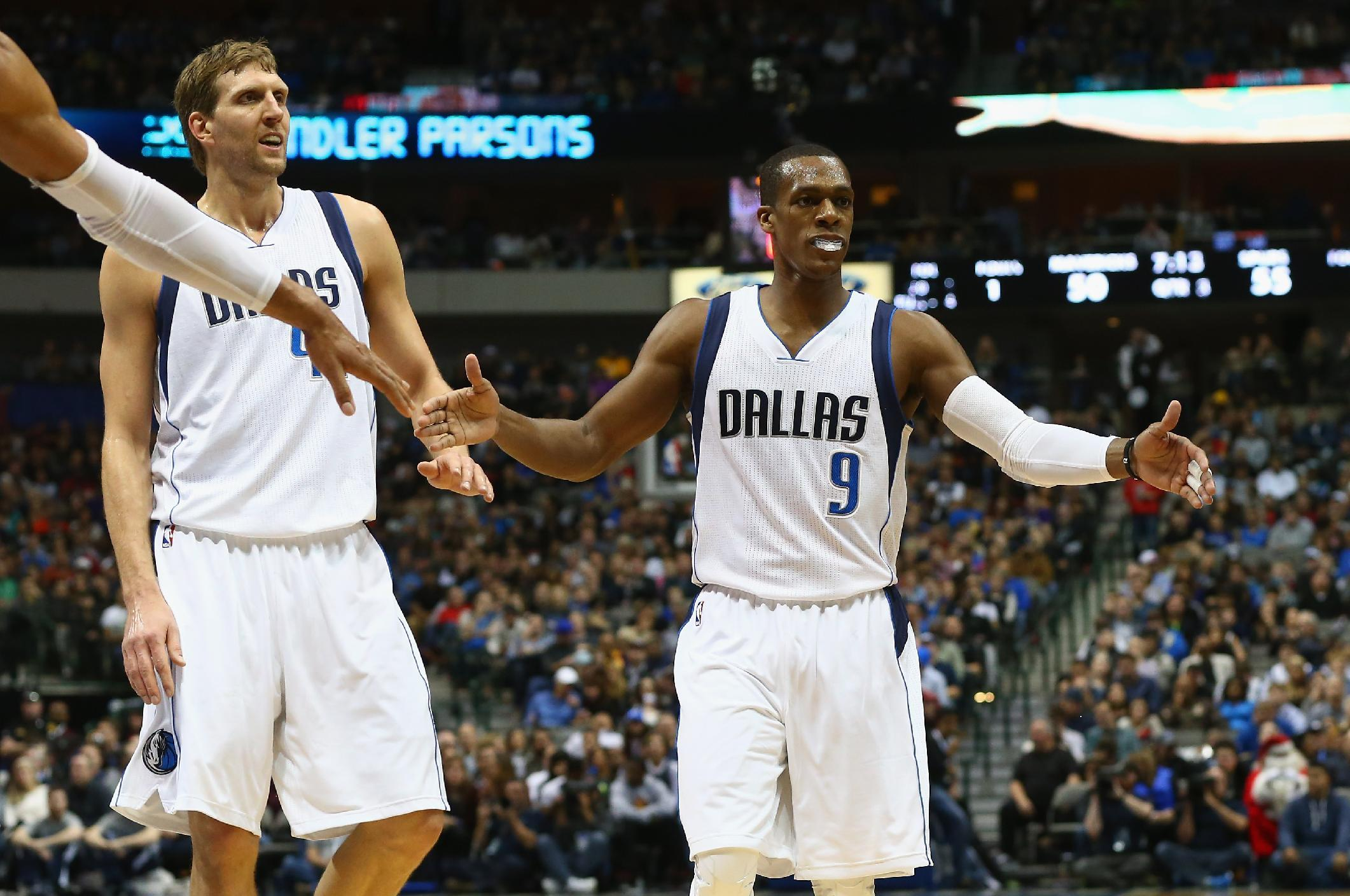 Rondo makes successful debut with Mavericks