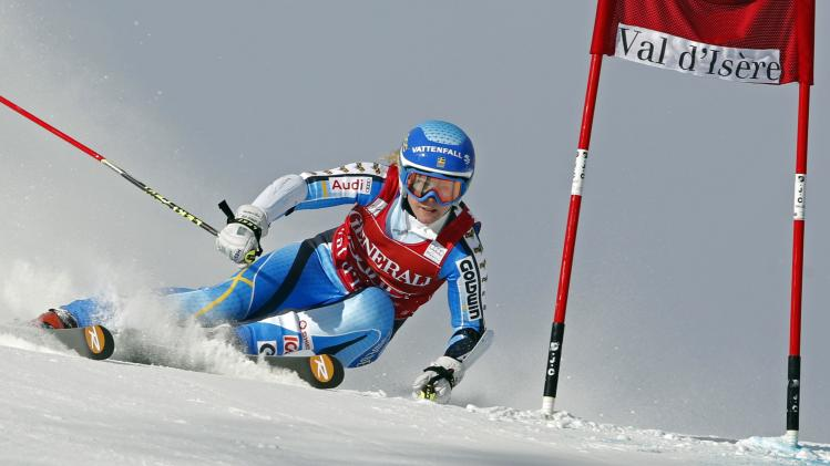 Sweden's Lindell-Vikarby skis during the Women's World Cup Giant Slalom skiing race in Val d'Isere