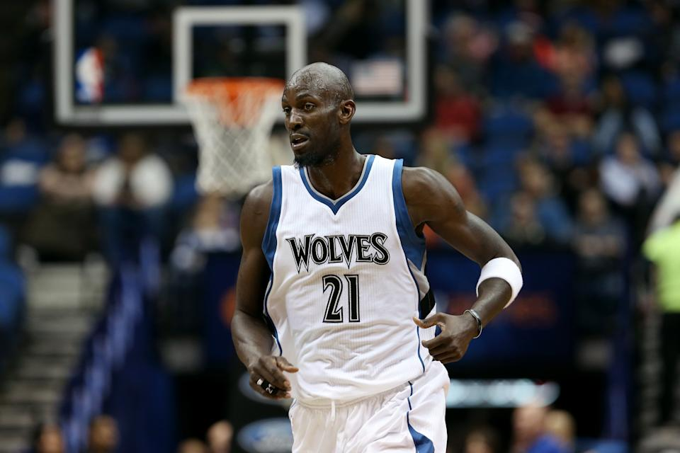 AP Source: Timberwolves give Kevin Garnett 2 more years