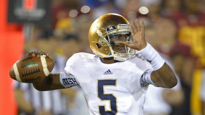 Notre Dame quarterback Everett Golson passes during the first half of an NCAA college football game against Southern California, Saturday, Nov. 24, 2012, in Los Angeles. (AP Photo/Mark J. Terrill)