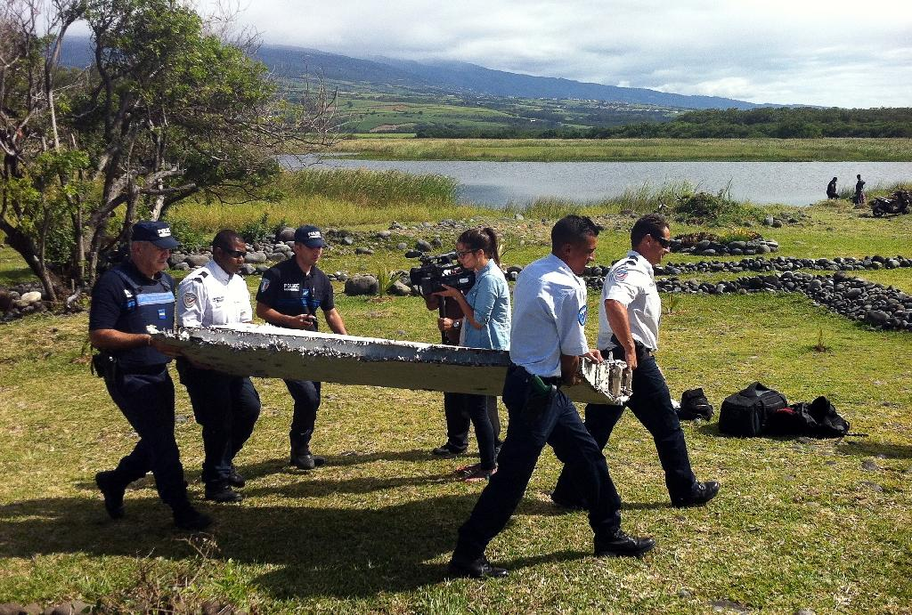 Mysterious plane wreckage sparks MH370 speculation