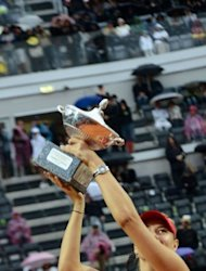 Russia&#39;s Maria Sharapova celebrates with the trophy of the WTA Rome Tennis Masters. Sharapova won her second straight Rome title on Sunday, defeating China&#39;s Li Na 4-6, 6-4, 7-6