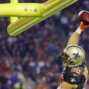 New Orleans Saints tight end Jimmy Graham catches 6-yard TD, dunks on goal post