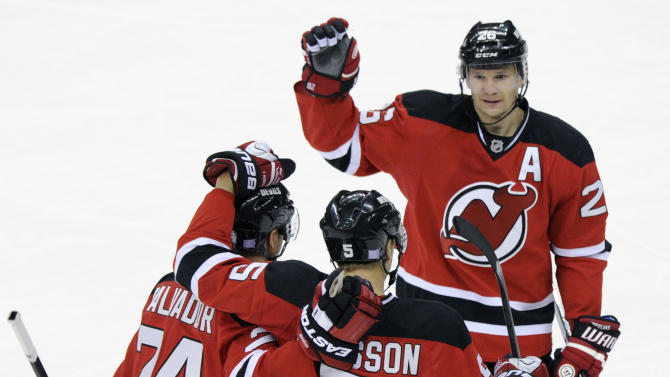 Larsson snaps tie, gives Devils win over Jackets