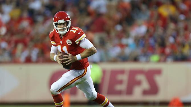 AP source: Chiefs' Alex Smith agrees to extension