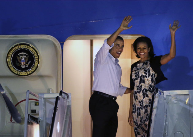 President Barack Obama and first lady Michelle Obama board Air Force One at Honolulu Joint Base Pearl Harbor-Hickam, Saturday, Jan. 5, 2013, in Honolulu, en route to Washington after their holiday vac
