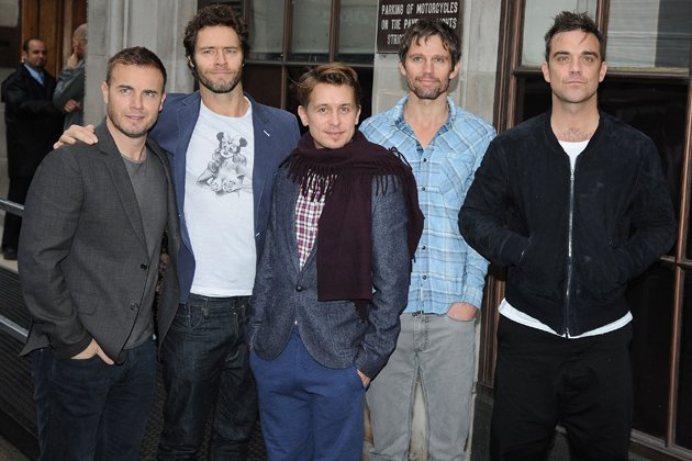Take That wiedervereint: Gary Barlow, Howard Donald, Mark Owen, Jason Orange and Robbie Williams (v. l.; Bild: Getty Images)