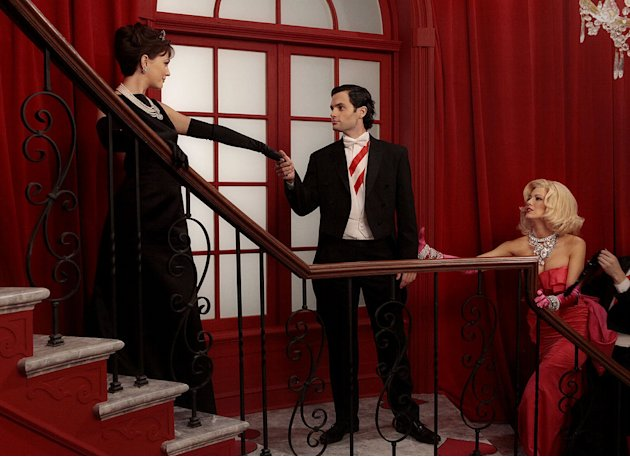 "Leighton Meester as Blair Waldorf, Penn Badgley as Dan Humphrey, and Blake Lively as Serena van der Woodsen in a dream sequence from the 100th episode of ""Gossip Girl."""