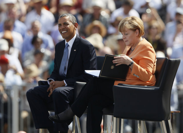 U.S. President Obama and German Chancellor Merkel listen as Berlin Mayor Wowereit gives speech in front of Brandenburg Gate in Berlin