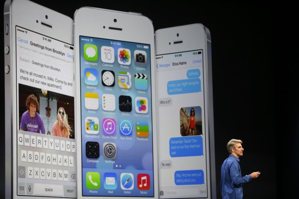 Apple revamps look of iPhone, iPad software - Yahoo! News