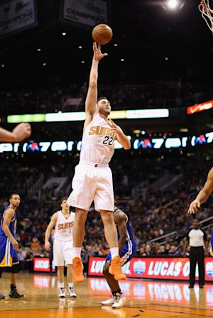 Suns win 5th straight, top Warriors 106-102