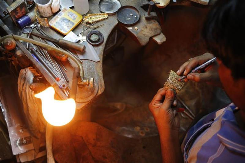 A craftsman makes a gold ornament at a workshop in New Delhi September 6, 2013.