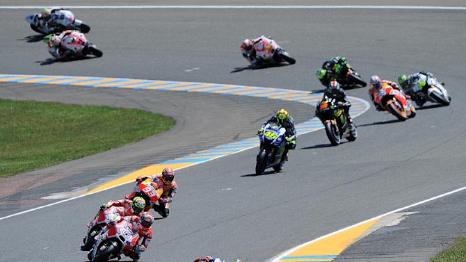 Spanish rider Jorge Lorenzo on his Movistar Yamaha MOTOGP N°99 leads the pack during the French motorcycling Grand Prix on May 17, 2015 in Le Mans, France