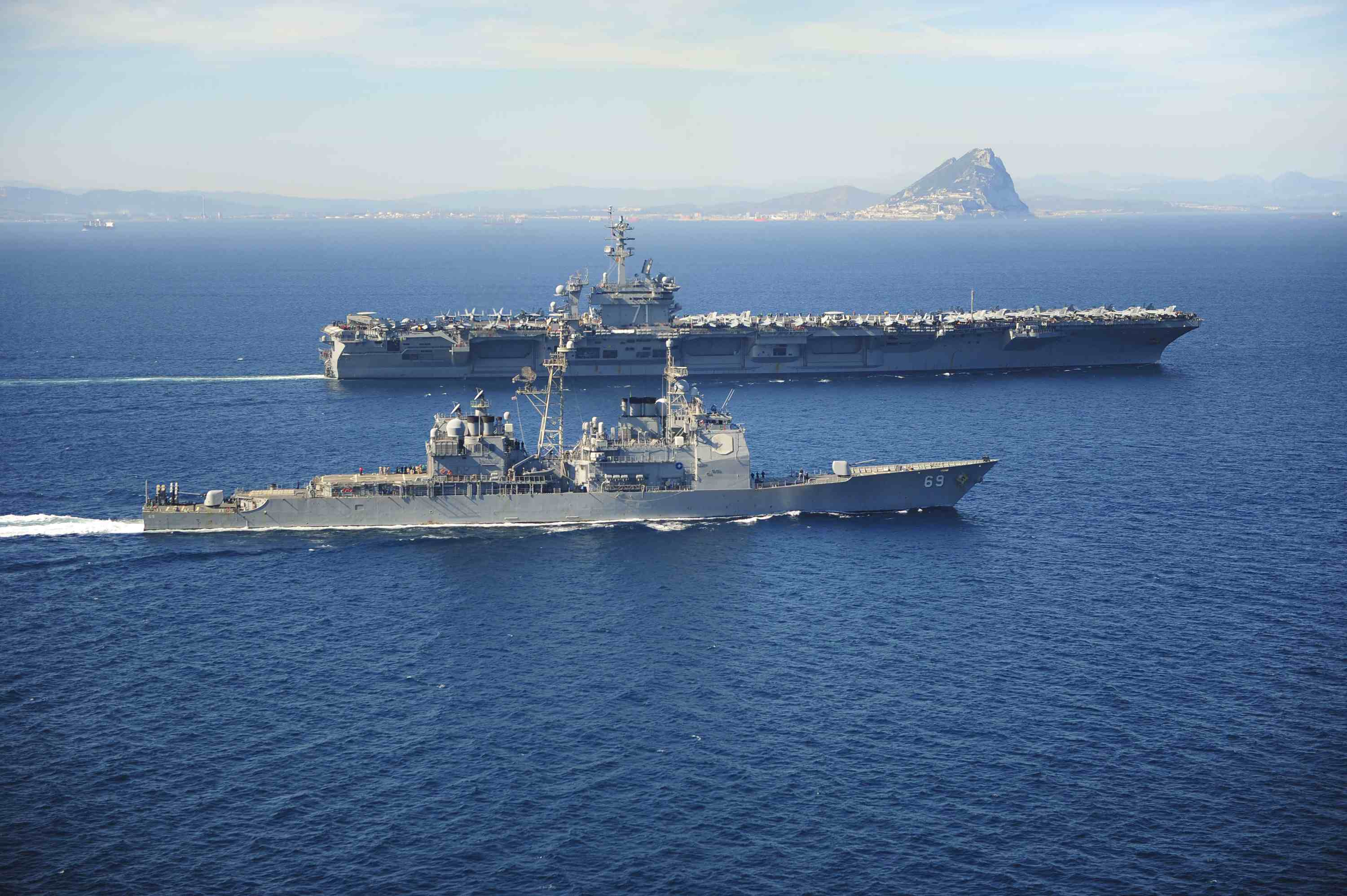 US warship heads to Yemeni waters; could block Iran weapons