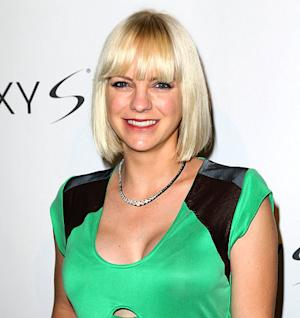 Anna Faris Shows Off Growing Baby Bump, Reveals Baby's Gender!