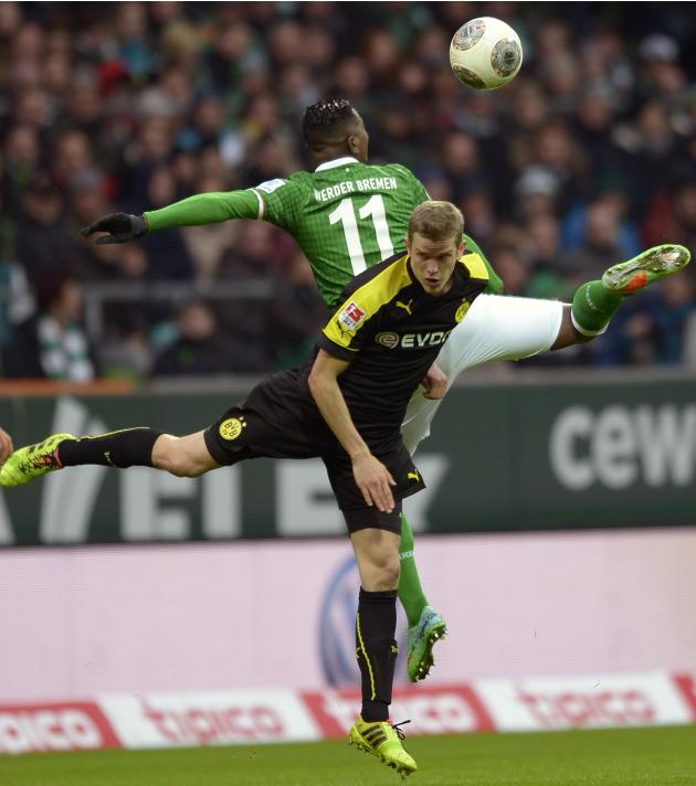 Werder Bremen's Elia and Borussia Dortmund's Bender fight for the ball during their German Bundesliga first division soccer match in Bremen