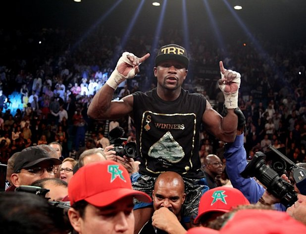 Boxer Floyd Mayweather celebrates his majority decision victory over Saul Alvarez after their WBC/WBA super welterweight fight in Las Vegas on September 14, 2013