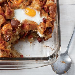 Bacon-Egg-and-Cheddar Breakfast Casserole