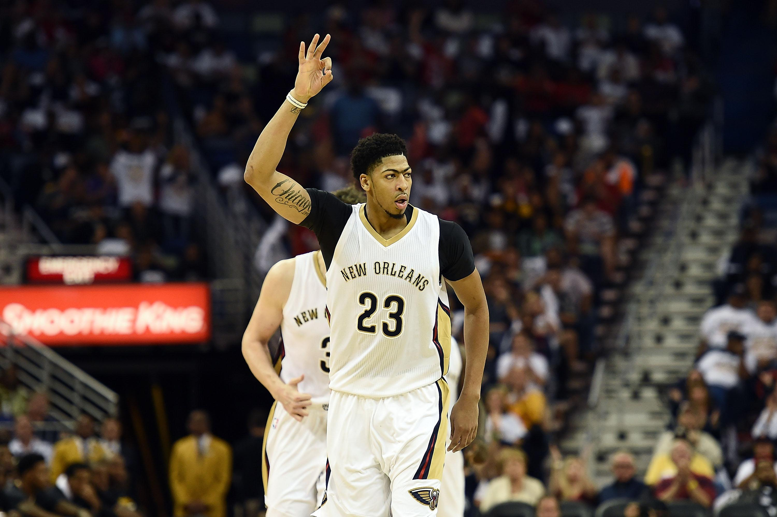 Pelicans star Davis suffers right knee injury