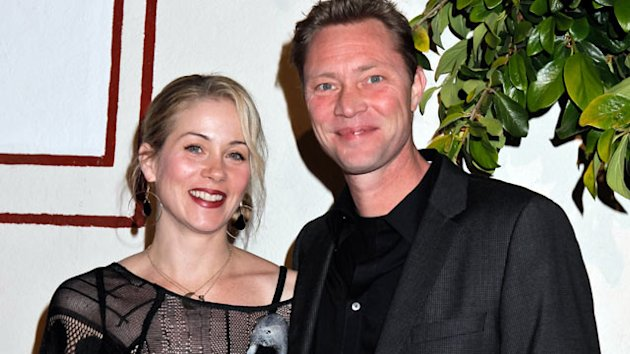 Christina Applegate Weds Martyn LeNoble (ABC News)