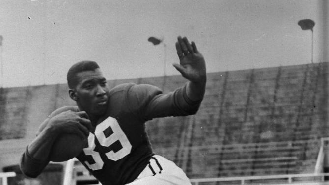 FILE - This 1949 file photo shows Wisconsin football player Bob Teague. Teague, who went on to become a news anchor, reporter and producer and one of New York City's first black television journalists, has died. He was 84. Teague's widow, Jan, told The New York Times that he suffered from T-cell lymphoma. WNBC says Teague died Thursday, March 28, 2013. (AP Photo/File)