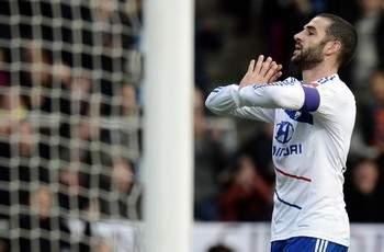 Olympique Lyonnais rejects Juventus loan bid for Lisandro Lopez
