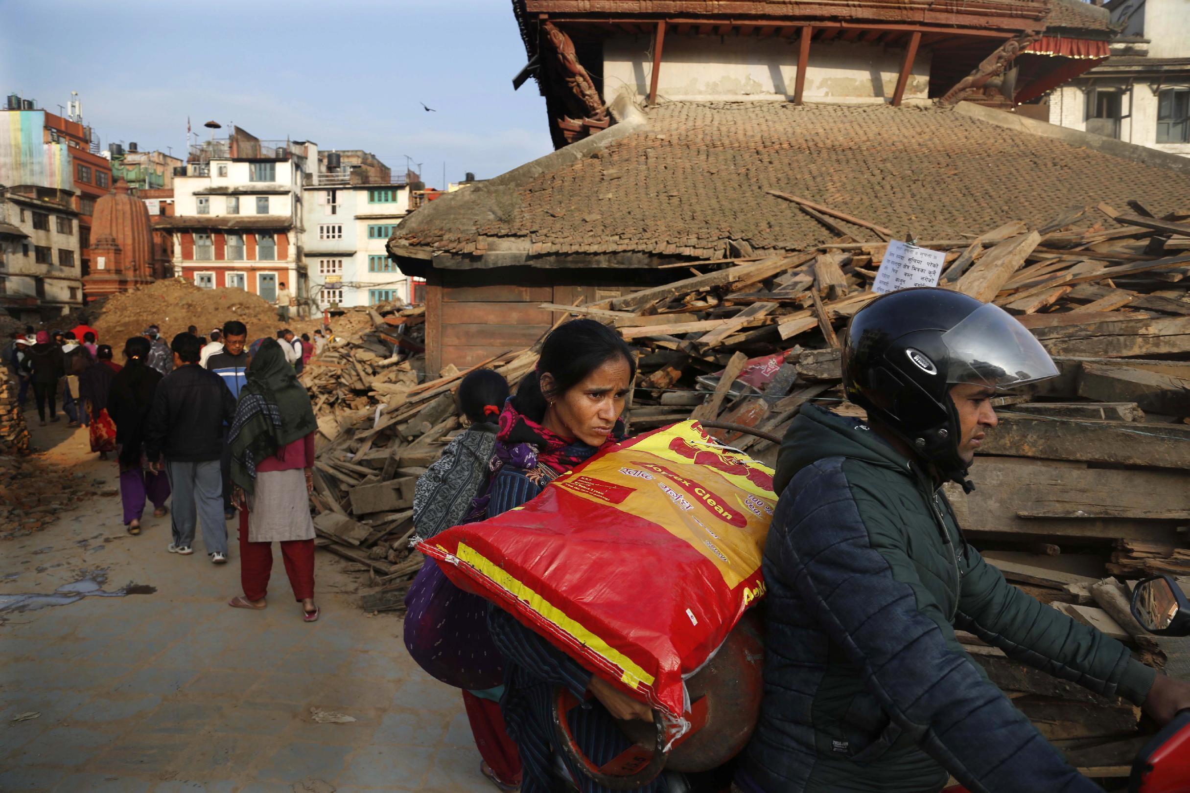 The Latest on Nepal: Quake death toll climbs past 6,600