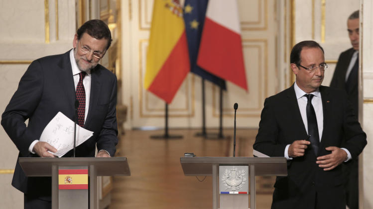 Spain's Prime Minister Mariano Rajoy, left, and French President Francois Hollande leave after a news conference following a Franco-Spanish summit at the Elysee Palace, in Paris, Wednesday, Oct. 10, 2012. (AP Photo/Christophe Ena)