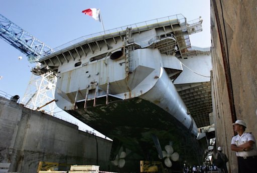 Charles de Gaulle aircraft carrier Toulon tune up 2007
