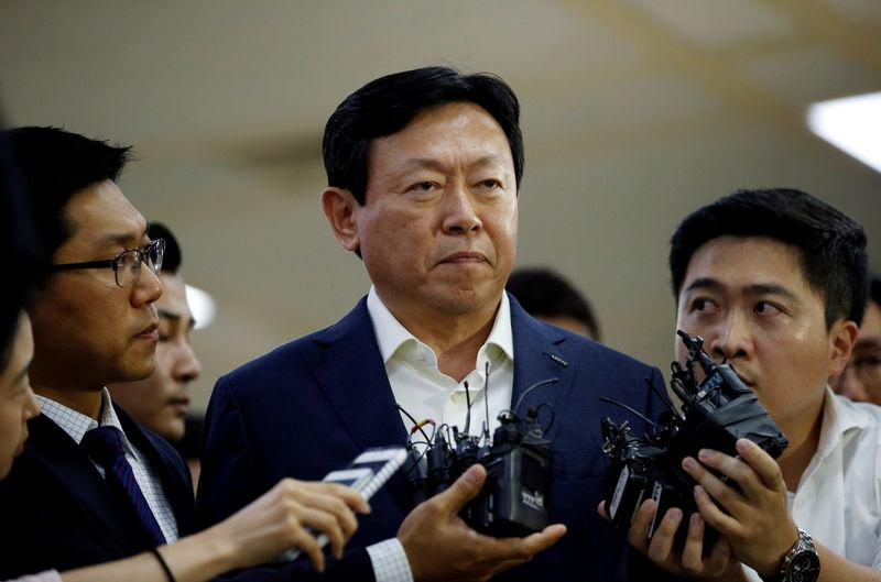South Korea prosecutors seek arrest warrant for Lotte Group chairman