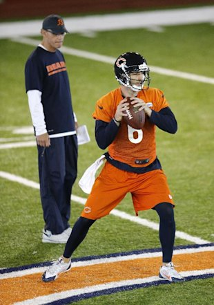 Marc Trestman watches Jay Cutler throw (AP)