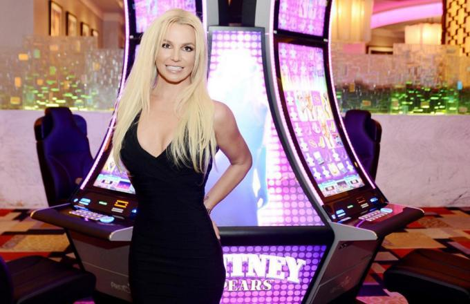 "Britney Spears Dancing to Adele's ""Hello"" Just Might Put You in a Trance"