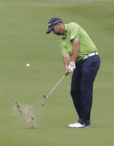 Kuchar leads Colonial when 2nd round suspended