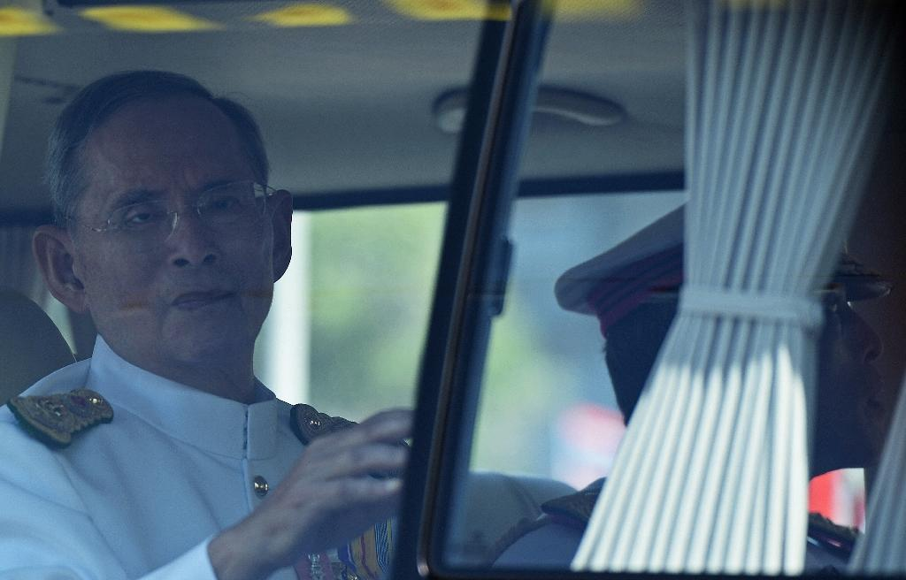 Thailand must stop online royal slurs says PM
