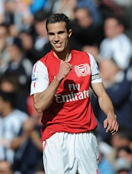 Arsenal still have work to do to convince Robin van Persie to extend his contract past next summer