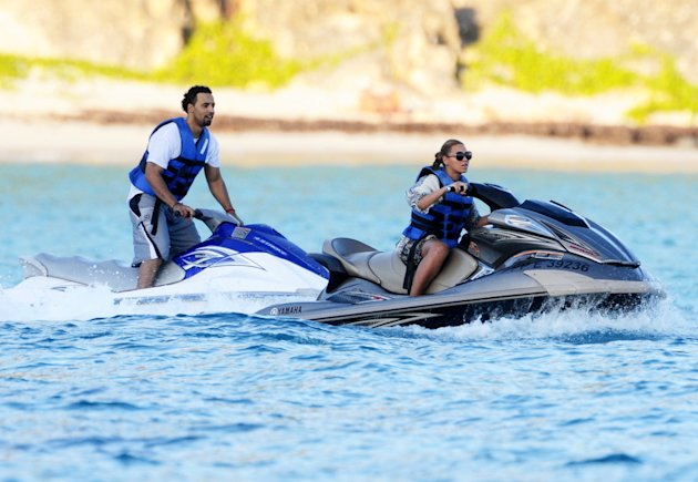 USA-AUS ONLY-FIRST PIX Beyonce Knowles having a blast on a jet ski