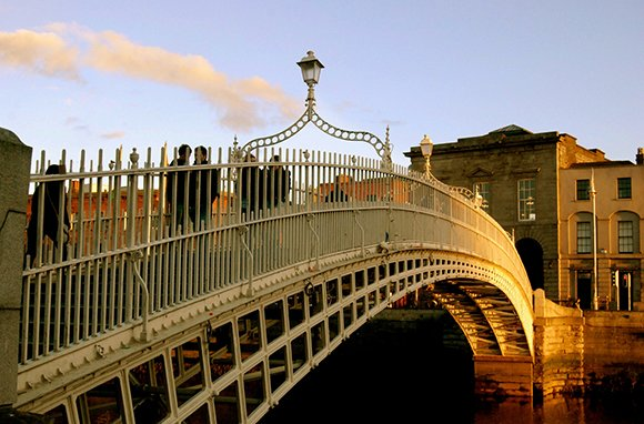 Ha&amp;#39;penny Bridge, Dublin (Photo: MangakaMaiden Photography / flickr)