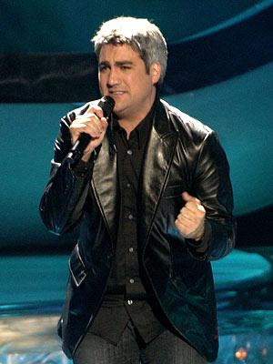 Taylor Hicks performs on May 9 FOX's American Idol