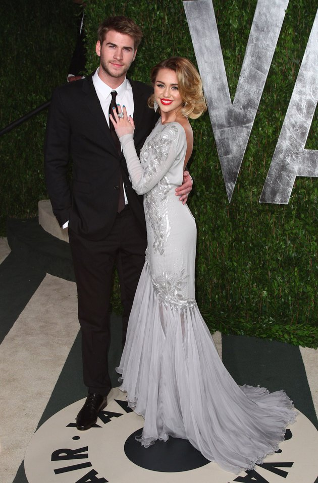 Miley Cyrus, Liam Hemsworth engaged