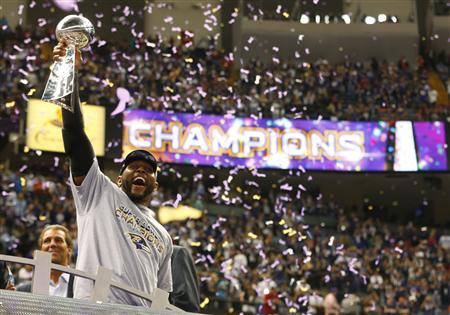 Baltimore Ravens' Lewis hoists Lombardi Trophy while celebrating victory in Super Bowl XLVII in New Orleans
