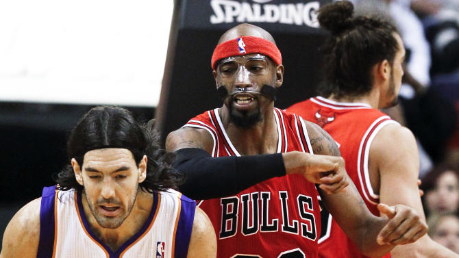 Chicago Bulls' Richard Hamilton (32) throws an elbow into the back of the head of Phoenix Suns' Luis Scola (14), of Argentina, during the first half of an NBA basketball game, Wednesday, Nov. 14, 2012, in Phoenix. Hamilton was called for a technical foul. (AP Photo/Ross D. Franklin)