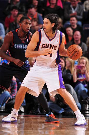 Suns hand Charlotte 13th straight loss
