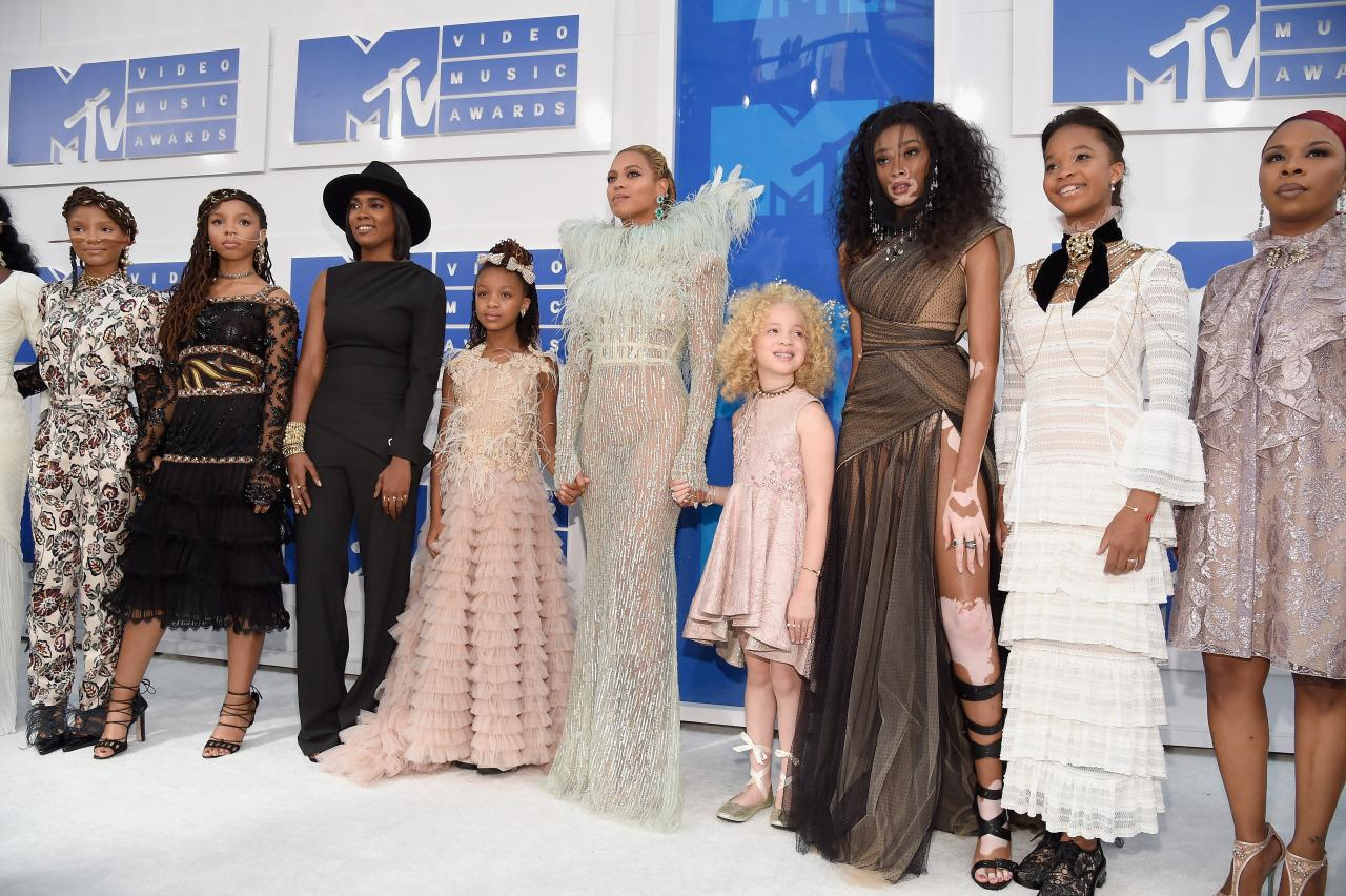 Beyoncé Brings Mothers of Eric Garner, Trayvon Martin, Mike Brown & Oscar Grant to 2016 VMAs