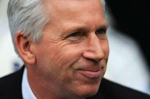 Newcastle confirms Pardew to stay