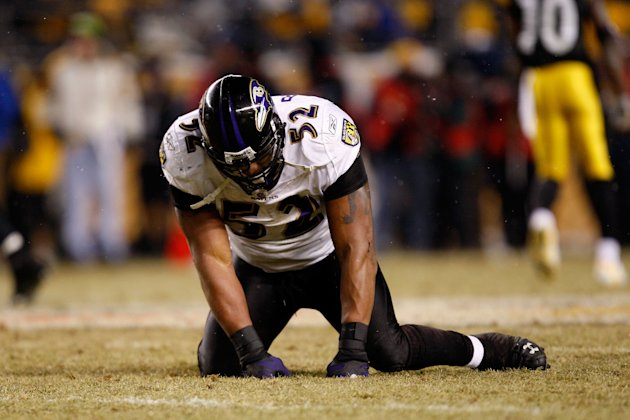PITTSBURGH - JANUARY 18: Ray Lewis #52 of the Baltimore Ravens reacts after he dropped a potenial interception against the Pittsburgh Steelers during the AFC Championship game on January 18, 2009 at H