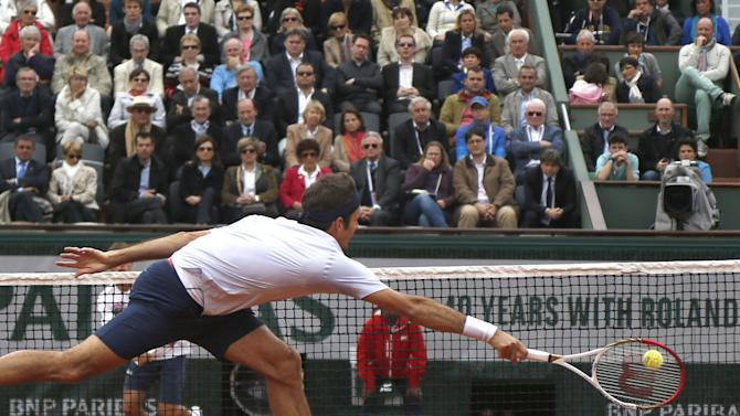 Switzerland's Roger Federer returns against Spain's Pablo Carreno Busto in their first round match of the French Open tennis tournament, at Roland Garros stadium in Paris, Sunday, May 26, 2013. (AP Photo/Petr David Josek)