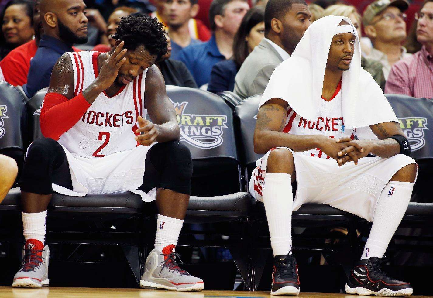 NBA - Rockets edge Pelicans in Howard's return