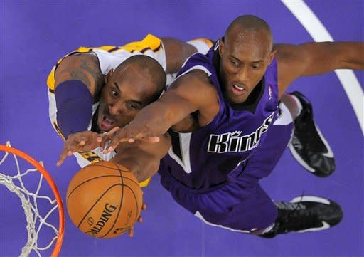 Lakers beat Kings, move to 2-0 under Bickerstaff