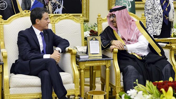 Saudi Crown Prince Mohammed bin Nayef meets French Prime Minister Manuel Valls in Riyadh