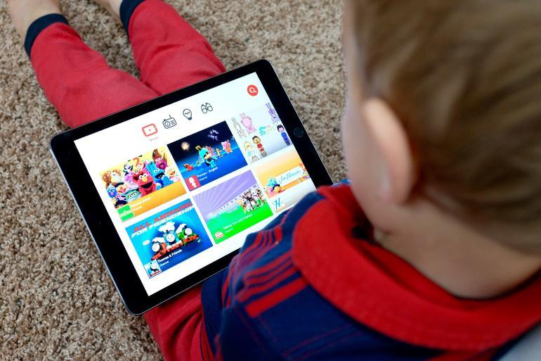 Ubiquitous screens pose new parenting challenges in the 21st century